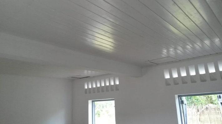 le plafond remplacé et repeint