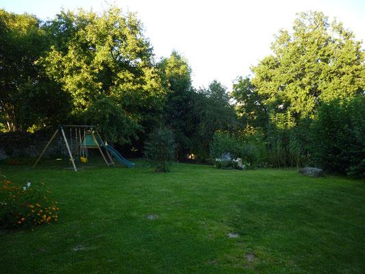 Jardin arboré de 800 m², avec balançoire
