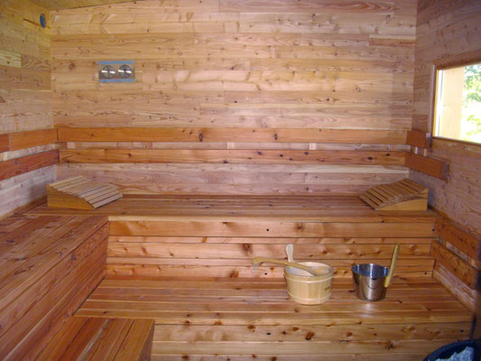 Intérieur du sauna, avec vitrage offrant un panorama unique sur la vallée de la Tardes !