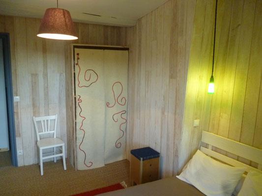Chambre 1 avec penderie