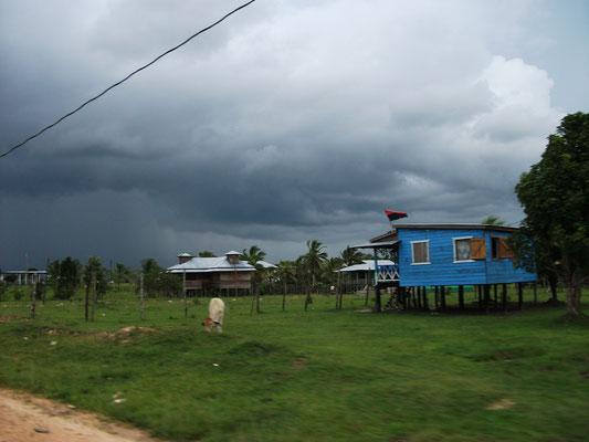 ニカラグアの北部カリブ海岸自治地域(RACN)--ワスパン周辺では小規模な農業と川魚の漁が営まれ、家は森から調達した材木で建てる。