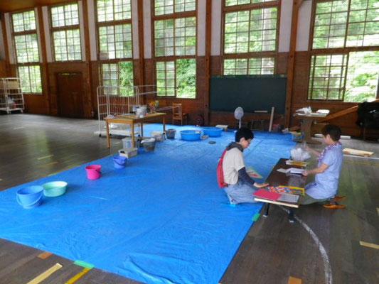 おひさま染め と 曇ったり雨に備えて 和紙染め風車 の準備もしてます。