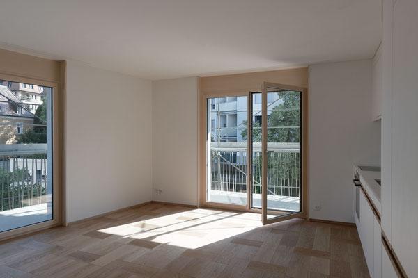 Küche/Wohnen 2-Zimmer-Wohnung, Bild © Roman Pulvermüller