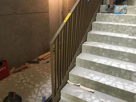 So sieht's aus: Ein erster Eindruck des Staketengeländers an der Treppe.