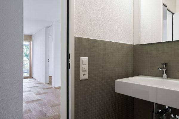 Bad 3-Zimmer-Wohnung, Bild © Roman Pulvermüller