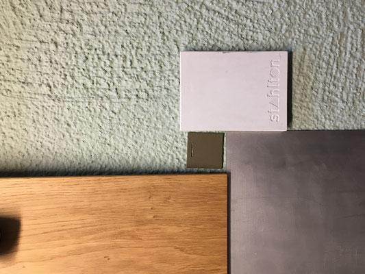 Materialkonzept: Eichenparkett, Aluminium, Faserzement, verputzte Fassade
