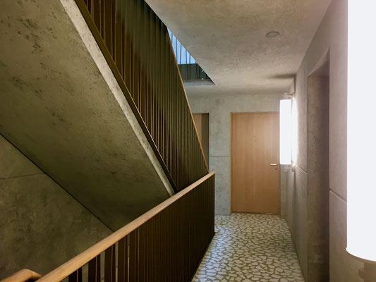 Treppenhaus, Sichtbeton, Terrazzo