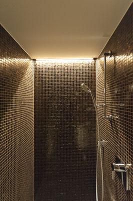 Bad, Mosaik, Dusche, indirekte Beleuchtung