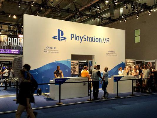 Sony-Stand, Männerquatsch Podcast #33 (Ausflug: Gamescom 2018, Sheldon geht, Picard kommt)