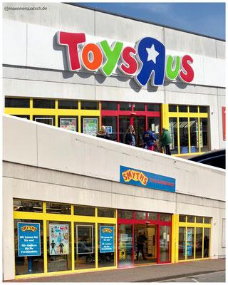 Das Ende von Toys R Us in Deutschland, Smyths Toys übernimmt alle Filialen im deutschsprachigen Raum. Männerquatsch Podcast #44 (Bowser übernimmt Nintendo, Toys R Us Abschied, J.R.R Tolkien Filmbiographie)