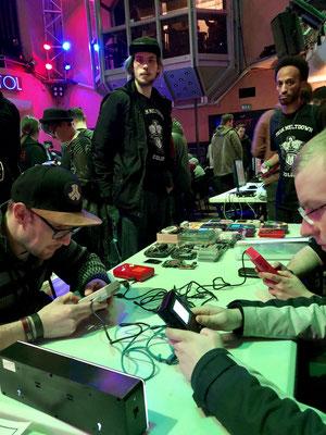 F1-Race im 4 Player Multiplayer auf dem DMG Game Boy von Nintendo, Pixel Pokal 25. März 2018 im Capitol in Hannover, Männerquatsch Podcast [Bonusfolge #04] Pixelpokal Interviews