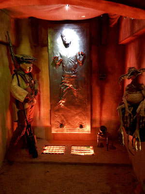 Han Solo in Carbonite in der Star Wars Ausstellung Stars of the Galaxy in Mönchengladbach, Männerquatsch Podcast #21 (Ausflug: Star-Wars Ausstellung Stars of the Galaxy, Shaq Fu Remake)