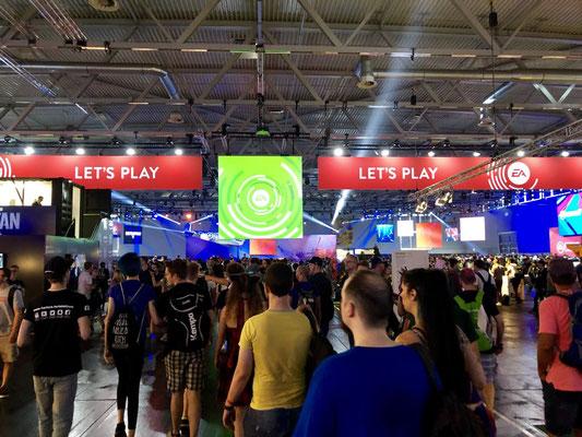 Electronic-Arts-Stand , Männerquatsch Podcast #33 (Ausflug: Gamescom 2018, Sheldon geht, Picard kommt)