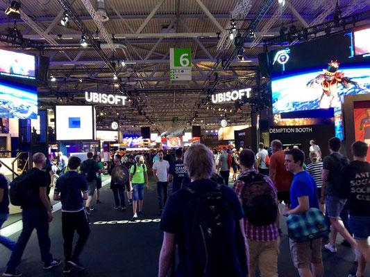 Ubisoft-Stand, Männerquatsch Podcast #33 (Ausflug: Gamescom 2018, Sheldon geht, Picard kommt)