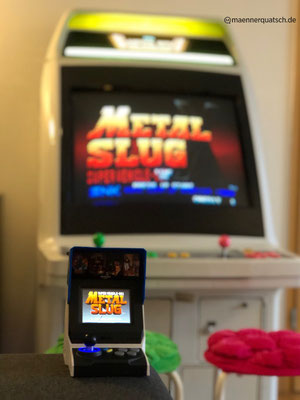 Sega Astro City Arcade Cab mit Neo Geo Metal Slug und das Neo Geo Mini International, Männerquatsch Podcast #39 (Alexa hört zu, Toki Remake, Neo Geo Mini International angespielt)
