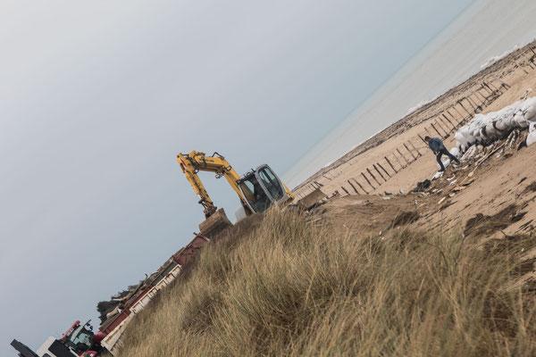 Die Reste dieses Strandhäuschens werden bereits abtransportiert (Blainville-sur-Mer, 8.1.2018)