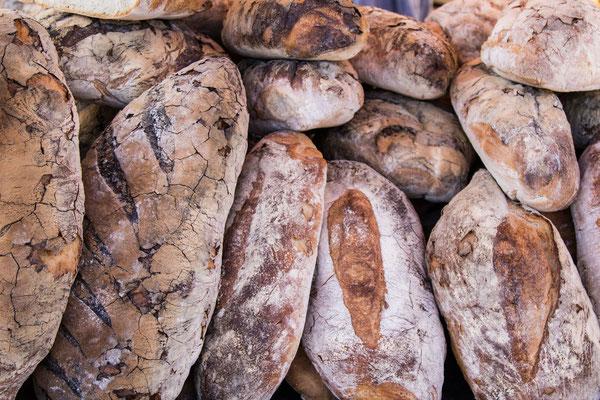Gigantisch großes und frisches Brot wird auf der Foire de Lessay ebenfalls angeboten.
