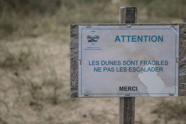 Vor dem Betreten der Dünen wird gewarnt. (Blainville-sur-Mer, 8.1.2018)