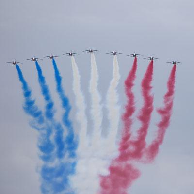 Die französische Luftwaffe überfliegt das Gebiet von La Fiere in der Normandie