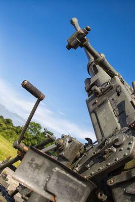 Außer den großen Geschützen gibt es in der Batterie de Crisbecq auch kleinere zu sehen, so wie diese französische Flak, die beim Überfall auf Frankreich von den Deutschen erbeutet wurde.