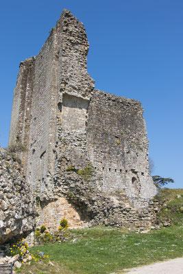 Beeindruckende Ruinen sind vom einst stolzen Schloss in Domfront übrig geblieben.