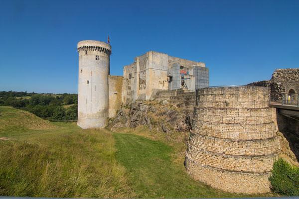 Ins Herzstück der Burg, das Burgmuseum, dürft Ihr nur ohne Hund rein.