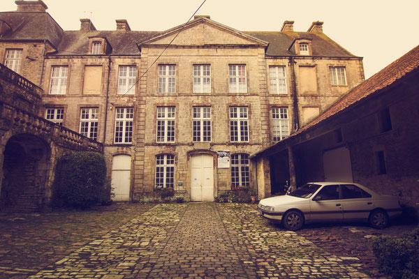 Das Hôtel Grandval-Caligny verstömt maroden Charme.