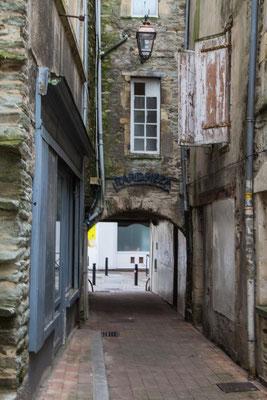 Malerische Durchgänge, die vom alten Stadtbild Cherbourgs übrig geblieben sind.