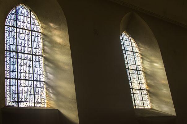 Die Klosterkirche selbst ist unglaublich schlicht. Einziger Schmuck ist das Licht, das durch die Fenster scheint.