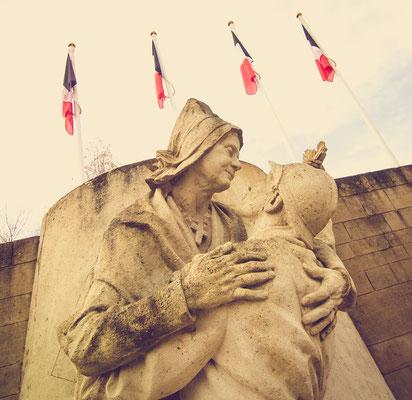 Kriegerdenkmal auf dem Platz Jacques-Lemarinel.