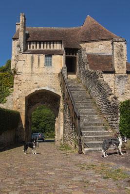 Überall begenen Euch Reste der Stadtmauer von Falaise.