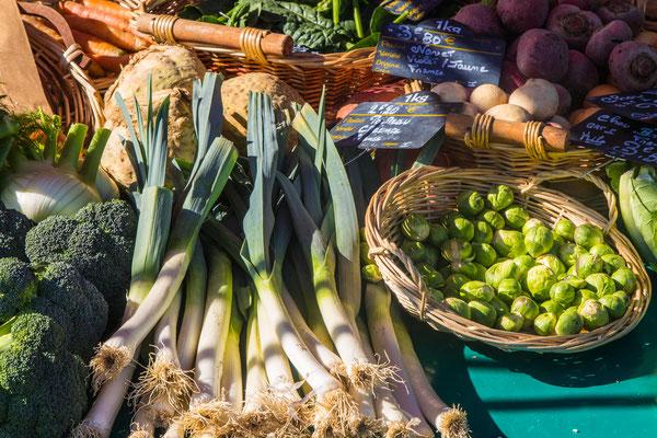 Die Auswahl an frischem Gemüse, auch in Bio-Qualität, ist auf dem Markt in Saint Lô gigantisch.