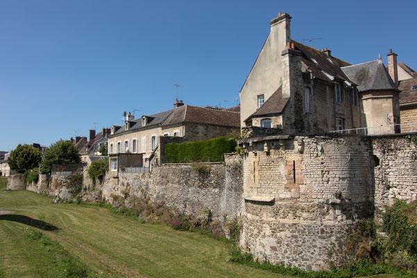Neu und alt: Das wiederaufgebaute Falaise innerhalb der alten Remparts.