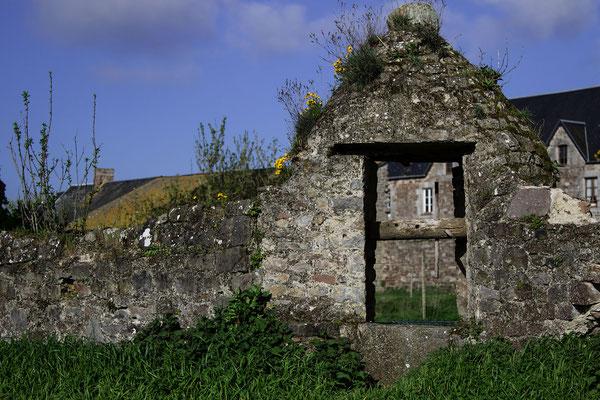Ein- und Ausblicke im Schloss von Regnéville-sur-Mer