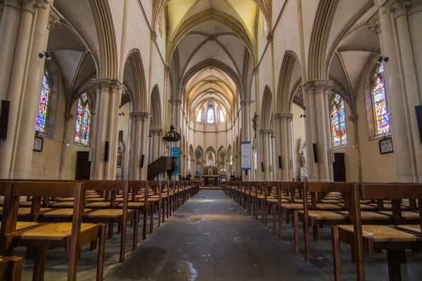 Die Kirche Saint Vaast ist ungewöhnlich aber schön.