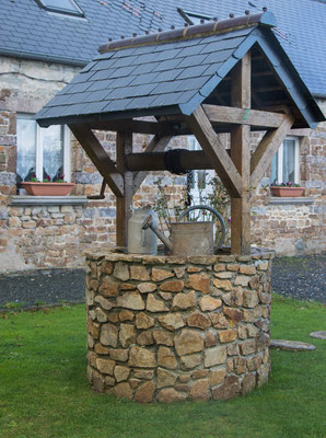 Hübsches, renoviertes Longère mit pittoreskem Brunnen. Irgendwo im nirgendwo.