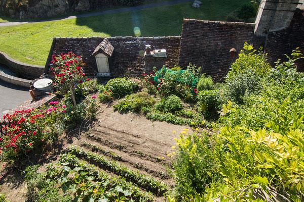 Gartenidylle am Rand von Falaise