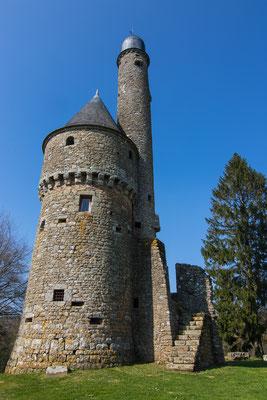 Die Orne ist ein Landstrich mit skurrilen Bauwerken, wie etwa der Tour de Bonvouloir à Juvigny val d'Andaine.