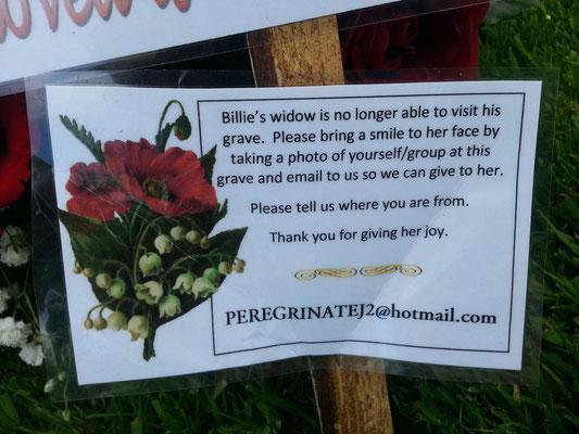 Erläuterungen am Grab von Billie d. Harri. Foto: Stefan Marciniak.
