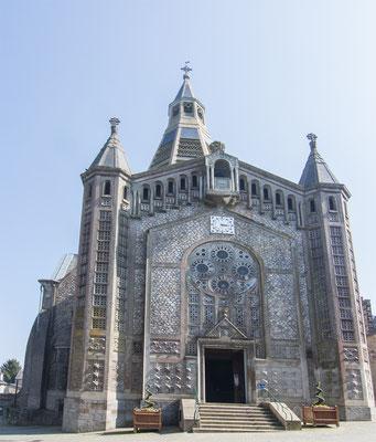 Domfront – moderner Kirchenbau.