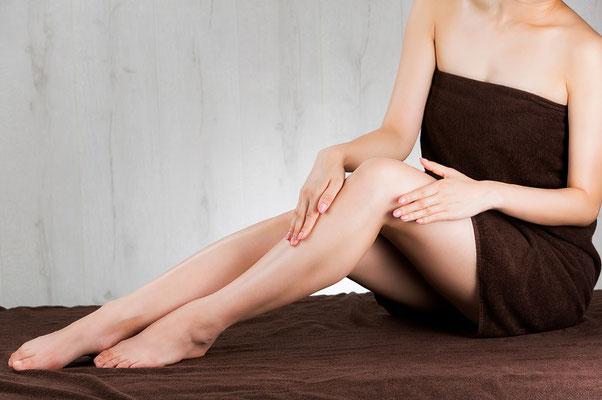 Glatte Beine dank Sugaring im Kosmetikstudio Hautnah in Leun