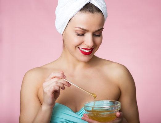 Sugaring mit Zuckerpaste im Kosmetikstudio Hautnah in Leun