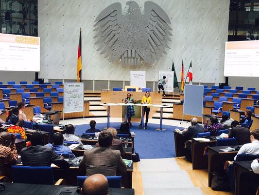 Graphic Recording im World Conference Center in Bonn, Kick-off der Deutsch-Afrikanischen Jugendinitiative (DAJ/AGYI), Engagement Global gGmbH, Deutsch/Englisch/Französisch (Florence)