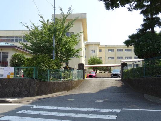裾野市立富岡第一小学校まで約1.3km