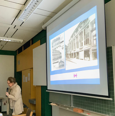Frau Weyl zeigt das Kaufhaus ihrer Familie