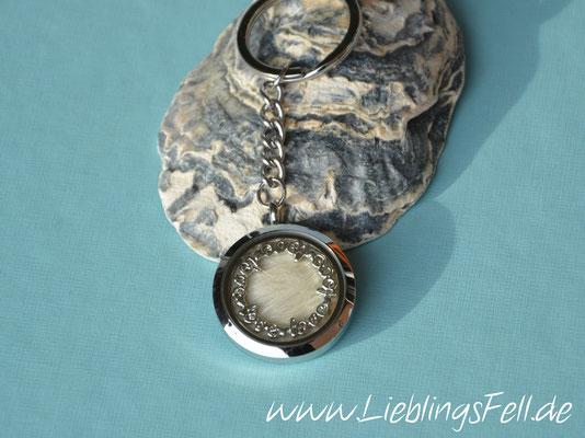 Schlüsselanhänger mit Edelstahl-Amulett (3 cm) mit glattem Rand -49 €- (Bild D1)
