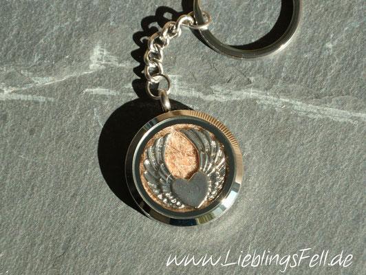 Schlüsselanhänger mit Edelstahl-Amulett (3 cm) mit glattem Rand -49 €- (Bild D4)