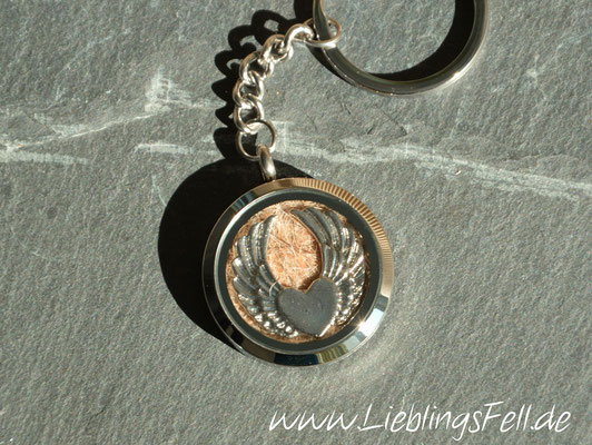 Schlüsselanhänger mit Edelstahl-Amulett (3 cm) mit glattem Rand (auch mit diamantiertem Rand auf einer Seite möglich) - 69€ - (Bild D4)