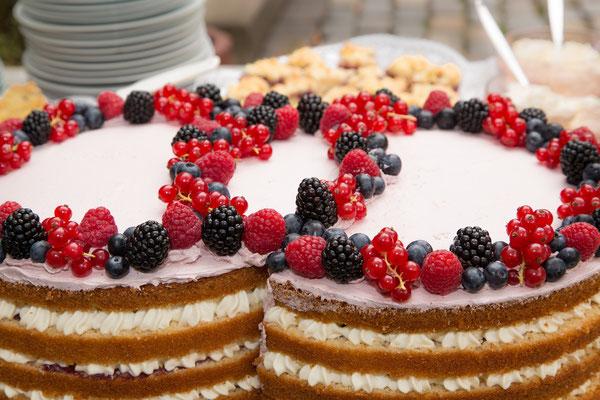 (Fast) perfekt schmiegt sich eine Torte an die andere...