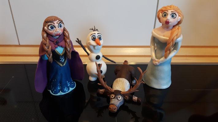 Die ganze Truppe noch zu Hause: Elsa, Anna, Olaf - der Schneemann und Sven, das wunderbare Rentier